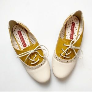 B.A.I.T But Another Innocent Tale Saddle Shoes 7.5